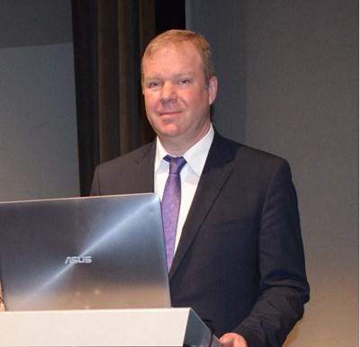 Д-р Петер Емрих, Германия, специалист по вътрешни болести, президент на Европейския съюз по природолечение, хомеопат и Шуслеров терапевт