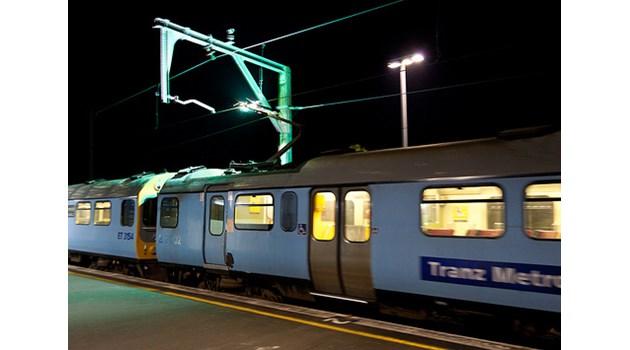 Мълнията винаги удря в гръб, но селфи върху влак е по-опасно за живота
