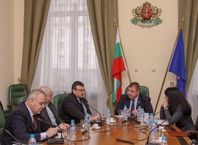 Каракачанов свика извънредно заседание в Министерския съвет с вътрешния министър Младен Маринов и представители на МВР заради напрежението в Габрово СНИМКА: Правителствена информационна служба