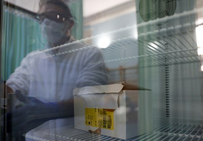 Заразените с новия коронавирус в света надхвърлиха 100 милиона СНИМКА: РОЙТЕРС