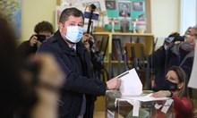 Защо най-големият радетел на машинното гласуване пусна ХАРТИЕНА бюлетина?