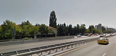 """От 00.00 ч. до 24.00 ч. на 27.08.2017 година се забранява влизането на пътни превозни средства по двете пътни ленти от лявата страна на северното пътно платно на бул. """"Цариградско шосе"""". СНИМКА: Google street view"""