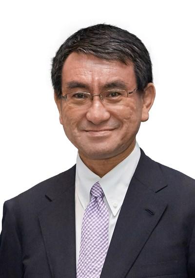 Таро Коно е външен министър на Япония от август 2017 г. Роден е на 10 януари 1963 г. в Хирацука, Япония. Завършил е университета Джорджтаун в САЩ през 1985 г., след което работи за различни големия японски компании. Започва политическата си кариера на 33 г., когато е избран за депутат в японския парламент от Либерално-демократическата партия през 1996 г.