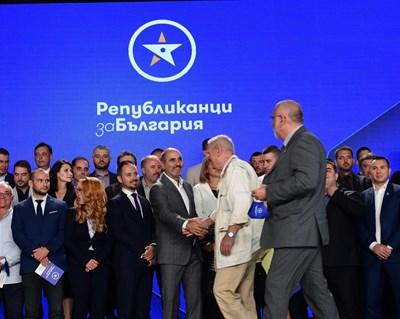 """Цветанов представя част от лицата на новата си партия """"Републиканци за България"""". Снимки Йордан Симеонов"""