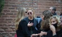 Десетки близки и приятели дойдоха на поклонението на Христо Сираков, за да си вземат последно сбогом