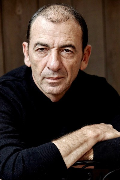 """Димитър Маринов е първият българин, държал """"Оскар"""" в ръцете си като част от екипа на """"Зелена книга"""", спечелил наградата за най-добър филм през 2019 г. От 1990 г. той живее в САЩ, където освен че сам се снима във филми, има и успешна актьорска школа. Предстои Маринов да дойде отново в България, а плановете си той разкри първо пред """"24 часа""""."""