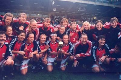 Норвежките се радват на световната титла през 1995 г. Първенството е в Швеция, след като отказваме домакинството.