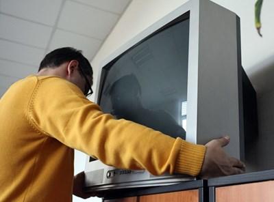 Изхвърлете старите телевизори, ако имате възможност. Новите ще  харчат с 80% по-малко ток.