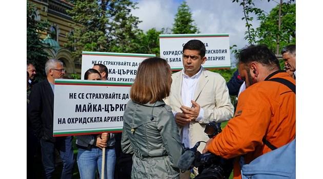 Църквата изпада в схизма, ако изпрати духовници в Охрид