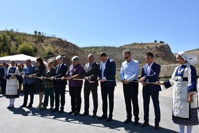Министър Нено Димов и кметът Атанас Камбитов откриха първия етап на новото депо.