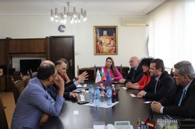 Кметът на Русе Пенчо Милков и неговите заместници се срещнаха с временно управляващия Посолството на Ислямска република Пакистан у нас СНИМКИ: Община Русе