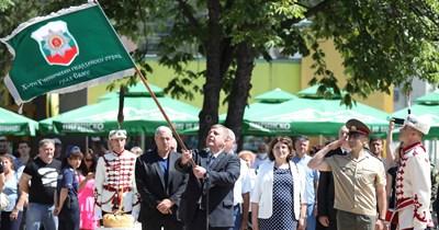 Красимир Каракачанов връчи в понеделник знамето на гвардейски ученически отряд в Своге.