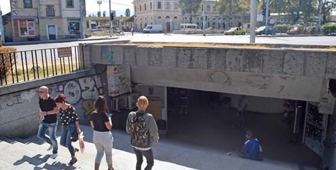 Жриците на любовта превръщали стълбите на подлеза в работна площадка. Снимка: Руслан Йорданов