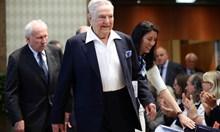 Кои са най-налудничавите конспирации: Бил Гейтс и Сорос са обичайните заподозрени