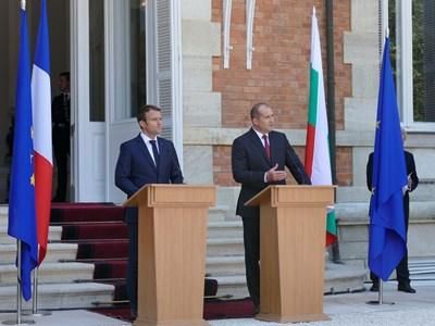 """Двамата президенти дадоха брифинг след срещата си в градината на двореца в """"Евксиноград"""" СНИМКА: Пиер Петров"""