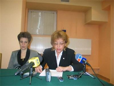 Прокурор Искра Ганева (вдясно) и колежката й Диана Маркова твърдят, ча са заплашвани с убийство от Диян Мичев.  СНИМКИ: БУРЯНА БОЖИНОВА