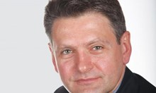 Цветан Василев щял да даде безвъзмездно на Малофеев активи за 1,5 млрд., пише Малинов