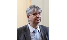 Доц. д-р Лъчезар Иванов: Ако д-р Дечев е забелязал злоупотреби, защо мълча досега? Да не намигва към фармакомпаниите?