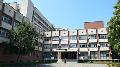 Медицински сестри от училища и градини влизат в болницата в Петрич