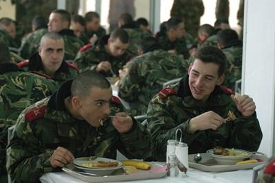 """Сериозно увеличение на армията предвижда новия план за развитие на въоръжените сили.  СНИМКА: """"24 ЧАСА"""""""