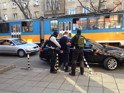 """Блогърът Асен Генов стана свидетел и засне ареста на един от клиентите на Първанова близо до мола на бул. """"Стамболийски"""" в София."""