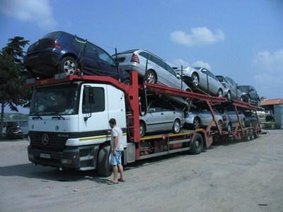 Повишението на екотаксата за употребявани автомобили е твърде малко, за да може да стимулира покупката на по-нови и екологични возила, смятат вносителите. СНИМКА: СНИМКА: ВАНЬО СОТИЛОВ