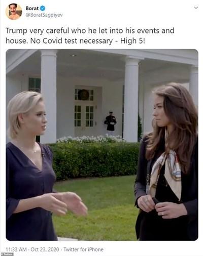 Русата Мария дава интервю в двора на Белия дом.