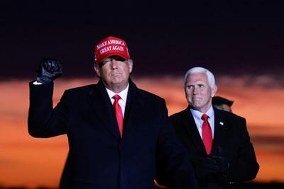 Доналд Тръмп и Майк Пенс. СНИМКА: РОЙТЕРС