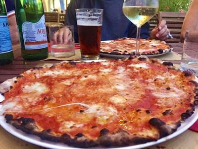 """Пицата """"Маргерита"""" изисква сос от белени домати СНИМКА: Виолина Христова"""