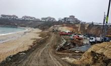 Две вилни селища с басейн до морето променят пейзажа на Шофьорския плаж