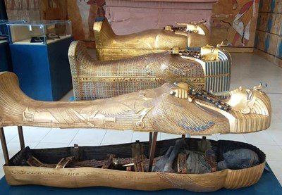 Мумията на Тутанкамон, която не се различава от оригинала в музея в Кайро. СНИМКА: Елена Фотева