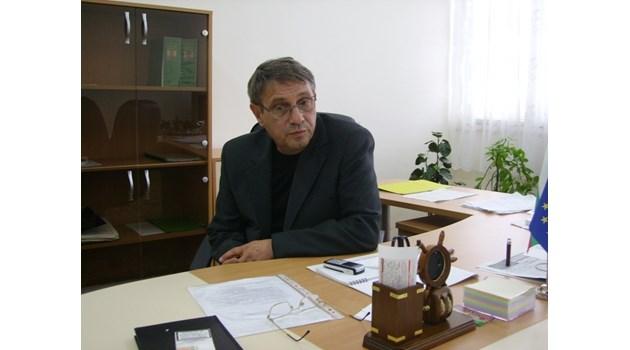 На 91 г. и трудноподвижен, бащата на кмета на Кранево уби с винкел съсед
