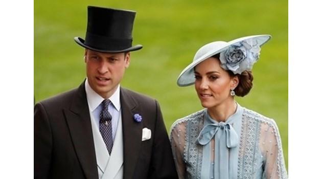 Принц Уилям заведе семейството си с пътнически самолет в Шотландия. Машината летя 200 км без пътници, за да им е удобно