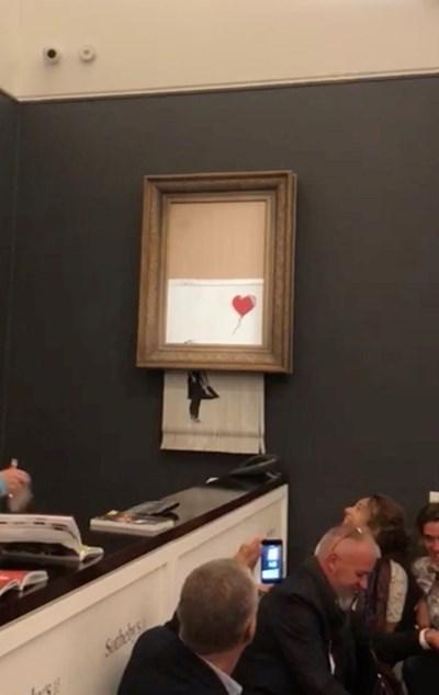 """Картината """"Момиче с балон"""" на Банкси СНИМКА: Ройтерс"""