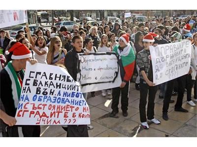 """С протестите си учениците могат да си спечелят нова есенна ваканция от догодина.  СНИМКА: """"24 ЧАСА"""""""