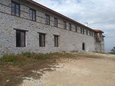 """Изгорялото крило на манастира """"Св. Петка"""" вече е възстановено СНИМКА: Евгени Цветков"""