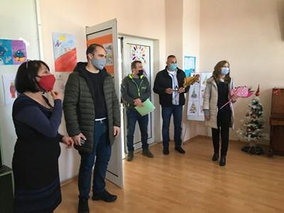 Дарителите лично се срещнаха с обитателите на социалните центрове СНИМКА: Община Велико Търново