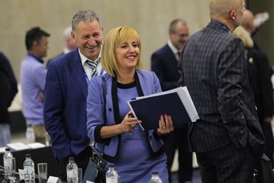 Мая Манолова посреща с усмивка въпроса ще се кандидатира ли за кмет на столицата, но според нейни близки вече е решила да го направи. СНИМКА: Йордан Симeонов