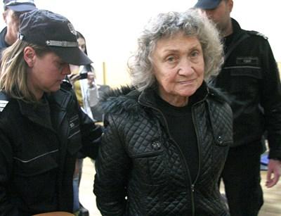 Веска Хаджиева остава в ареста.