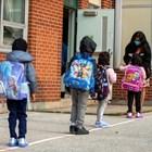 Малки деца тръгват на училище в Канада. Това е една от държавите с най-висок индекс на човешкия капитал.