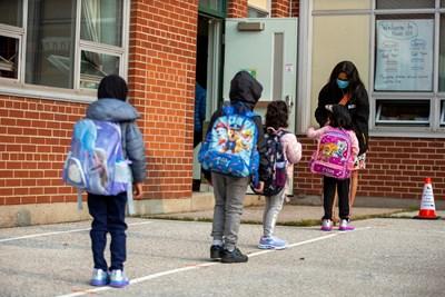 Малки деца тръгват на училище в Канада. Това е една от държавите с най-висок индекс на човешкия капитал. СНИМКА: РОЙТЕРС