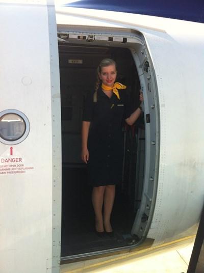"""Красивата Евгения Тенева сега не се страхува да лети. Тя преодолява себе си и вече е успешна стюардеса в """"Луфтханза""""."""