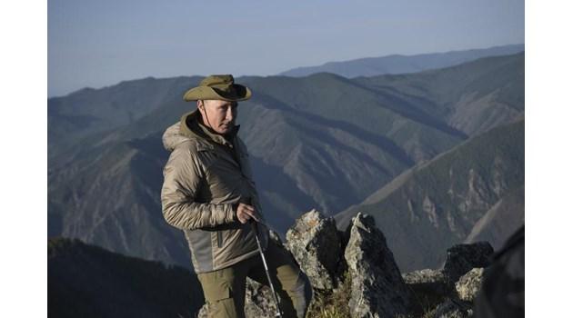 Путин на почивка с шефа на КГБ и военния министър в Сибир