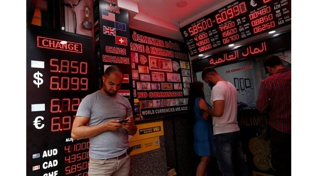 """Сривът на лирата намали броя на турските милиардери. Приятел на Ердоган остана """"просто"""" милионер"""