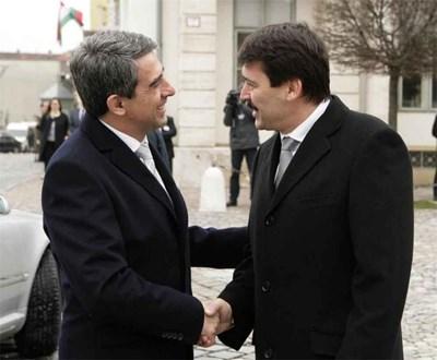 Унгарският президент Янош Адер посреща Росен Плевнелиев в Будапеща. СНИМКА: ПРЕСЦЕНТЪР НА ДЪРЖАВНИЯ ГЛАВА