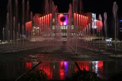 НДК светна в червено в Европейския ден на донорството СНИМКИ: Руми Тонева