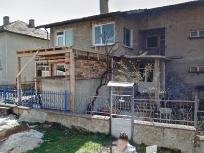 Ето я къщата на Анка Ангелова в Антоново, където е адресно регистрирана фирмата й, с която спира поръчки за десетки милиони в Пловдив.