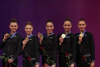 Ансамбълът на България със златните медали от многобоя СНИМКИ:БЛАГОЙ КИРИЛОВ