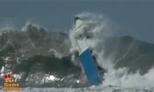 Лодки в бурно море