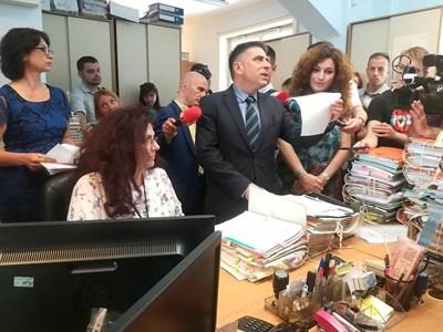 Правосъдният министър Данаил Кирилов присъства на разпределение на дела в Търговската колегия на ВКС през лятото на 2019 г. Още тогава той се усъмни в нейната сигурност.